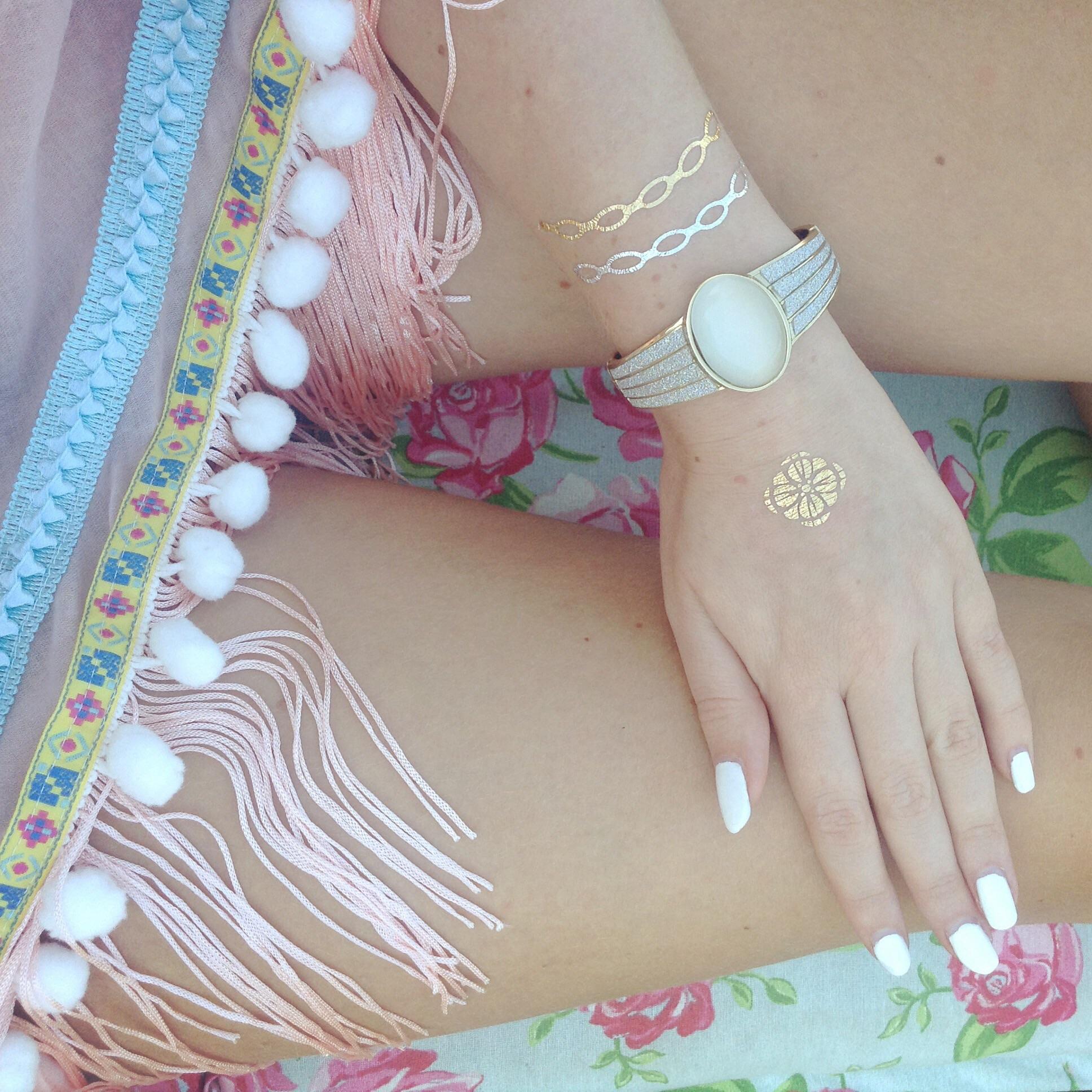 Bijouterie fleurie Metallic Tattoo armand poncho sjaal armband